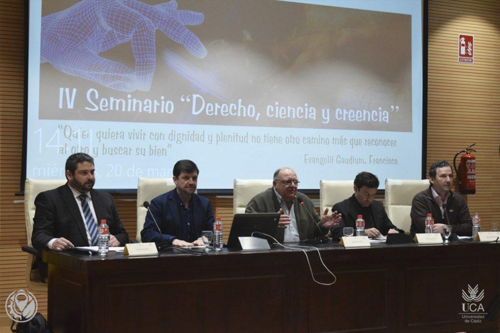 """Nota de prensa seminario """"Derecho, Ciencia y Creencia"""""""